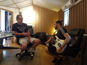 O produtor Fredrik Nordström e o guitarrista Raphael Mattos