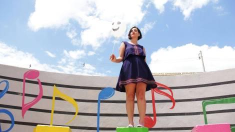Clipe é protagonizado pela atriz Luana Froehlich (Foto: Divulgação)