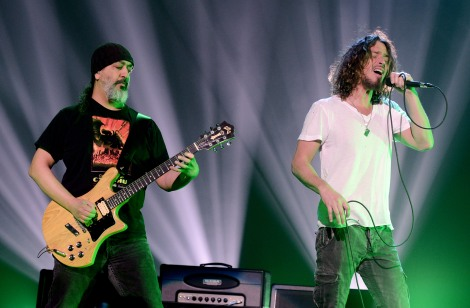 O guitarrista Kim Thayil com Chris Cornell (Foto: Divulgação)